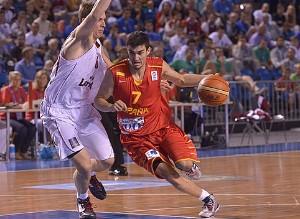 Jaime Fernández deja atrás a su defensor   Foto: FIBA Europe