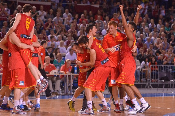 Los jugadores celebran el bronce   Foto: FIBA Europe