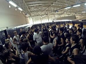 Reunión de jugadores para una explicación de Orellana. | CBA