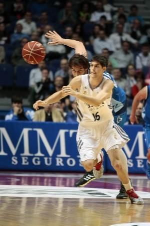 Santiago Yusta en su debut. | Foto: Emilio Cobos