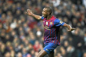 Abidal celebra un gol al Madrid