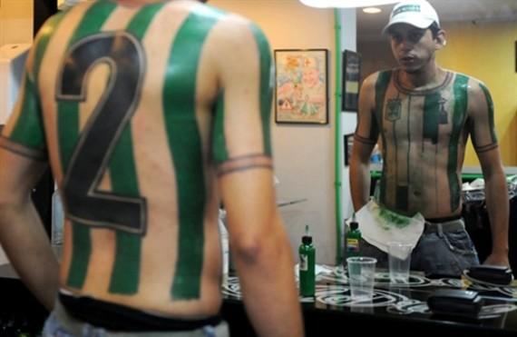El Doloroso Proceso De Tatuarse La Camiseta De Tu Equipo En Todo El