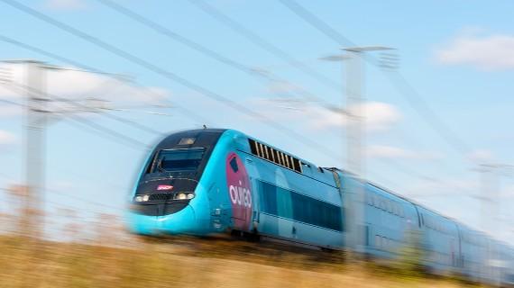 Tren de alta velocidad de OUIGO circulando