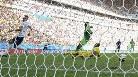Gol de Yobo en propia meta (2-0) en el Francia-Nigeria