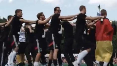 Alemania baila la conga al ritmo de Klose