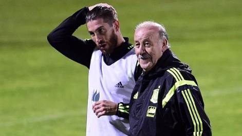 Del Bosque prueba con Ramos y Albiol de centrales