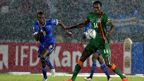 Partido marcado por la lluvia en la Copa África.