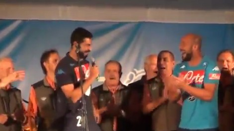 El show de Pepe Reina y Albiol cantando La Bamba