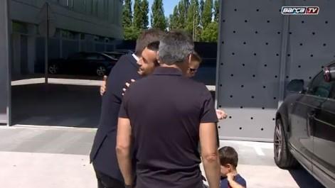 El abrazo de la paz entre Pedro y Robert