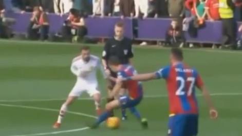 �Genial t�nel de Mata ante el Crystal Palace!