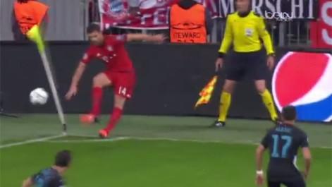 �El c�rner puso la zancadilla a Xabi Alonso!