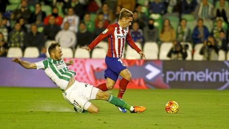 Griezmann no tuvo su noche ante el Betis: el palo evitó su gol