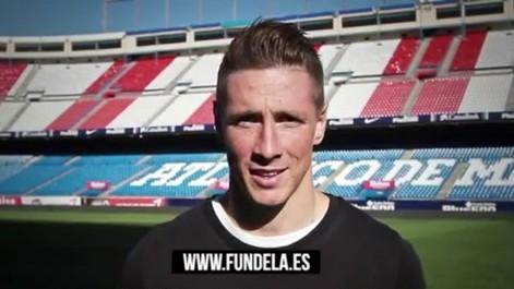 Fernando Torres anima a comprar el calendario solidario de Fundela