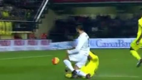 Cristiano Ronaldo reclam� un penalti en la segunda parte