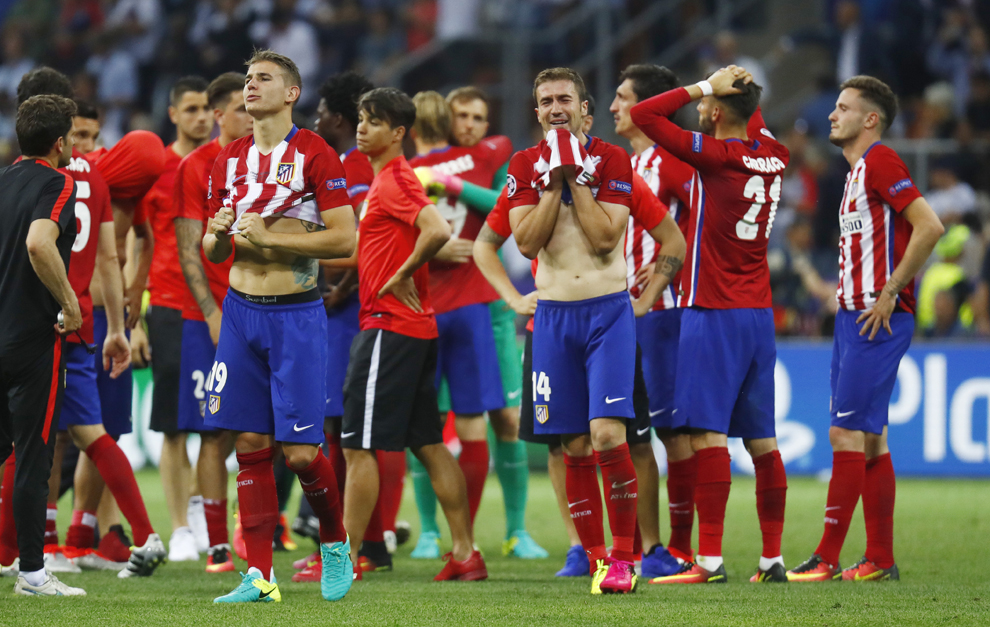 Jugadores del Atlético de Madrid lloran la derrota