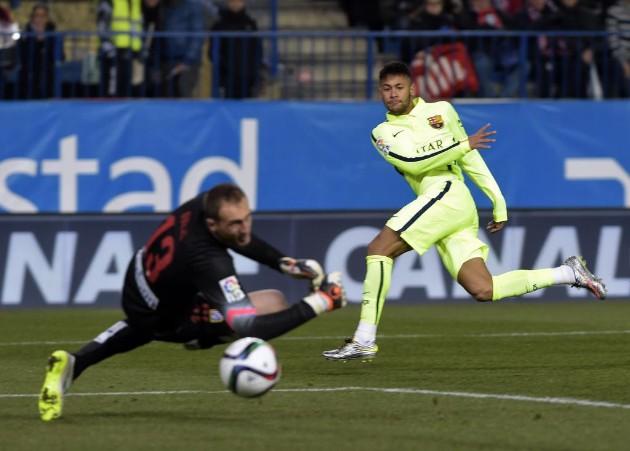 Neymar igualó el choque tras un mano a mano con Oblak   AFP 4d1d3c884b840