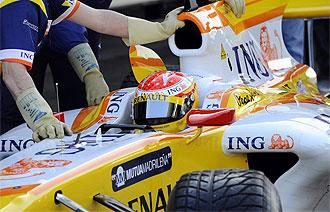 Fernando Alonso, en boxes