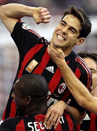 Kak� celebrando un gol con el Milan