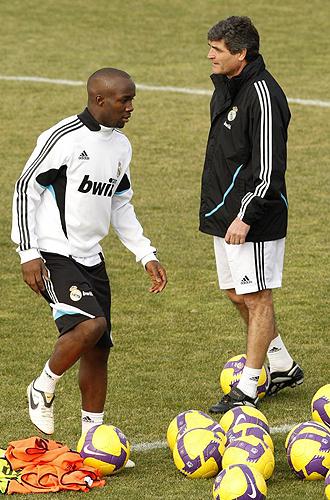 Juande Ramos y Lass, durante un entrenamiento del Real Madrid.