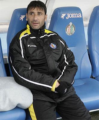 El 'Pato' Abbondanzieri, en el banquillo del Getafe durante el último choque ante el Sporting