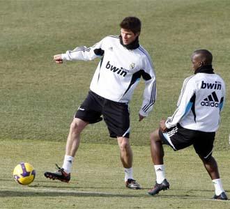Huntelaar y Lass durante un entrenamiento.