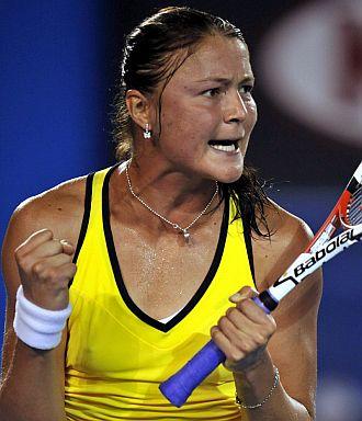 Dinara Safina celebra la victoria en cuartos de final de Australia ante Jelena Dokic.