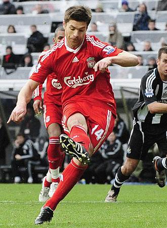 Xabi Alonso, durante un partido de esta temporada con el Liverpool en la Premier