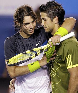 Nadal saluda a Verdasco tras ganarle en la semifinal del Open de Australia.
