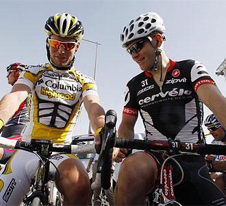 Cavendish, junto a su compatriota Hammond.