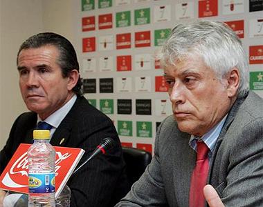 Álvarez, a la izquierda, junto al antiguo presidente, Juan Guillamón.