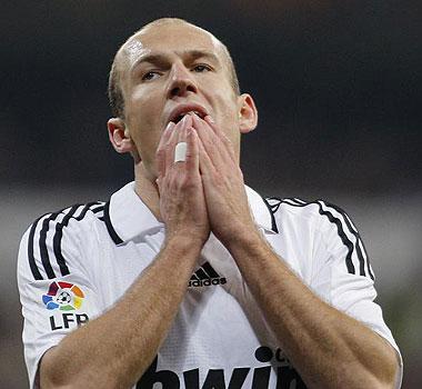 Arjen Robben lamenta una ocasi�n perdida durante el Real Madrid-Osasuna