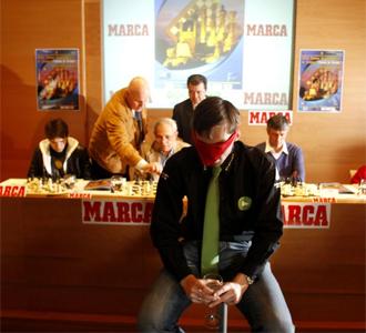 Un momento de la exhibici�n de Grischuk en la presentaci�n del Torneo de Linares