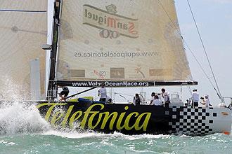 El Telef�nica Negro en plena etapa de la Volvo Ocean Race