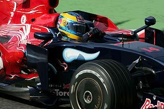 Sébastien Bourdais pilota su Toro Rosso en septiembre de 2008 en el circuito de Monza.