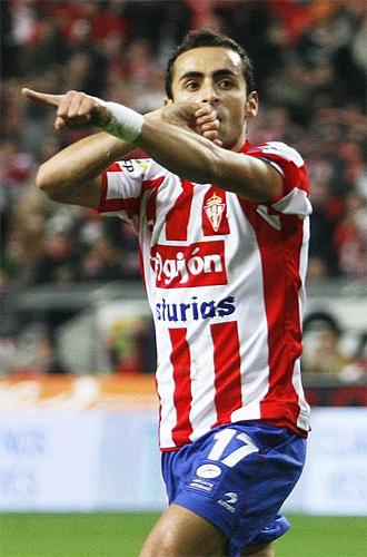 El jugador del Sporting, Diego Castro, celebra su tanto ante el Sevilla la pasada jornada