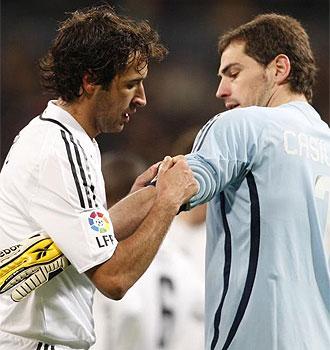 Ra�l y Casillas, durante un partido.