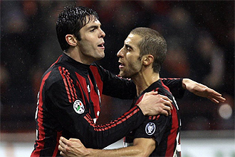Kak� celebra su tanto de penalti con Flamini en el partido ante la Reggina