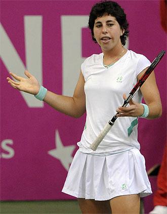 Carla Su�rez en un lance del partido de Fed Cup en la Rep�blica Checa.