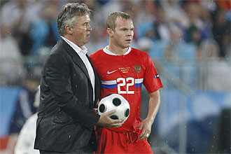 Hiddink habla con Anyukov