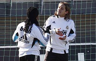 Michel Salgado habla con Drenthe en el entrenamiento
