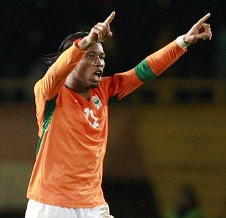 Didier Drogba celebra el tanto del empate contra Turqu�a