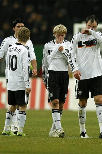 Los jugadores de Alemania, cabizbajos tras encajar el gol de Noruega