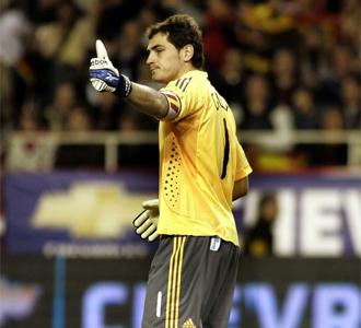 Iker Casillas durante el partido ante Inglaterra.