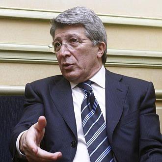 Enrique Cerezo durante una entrevista