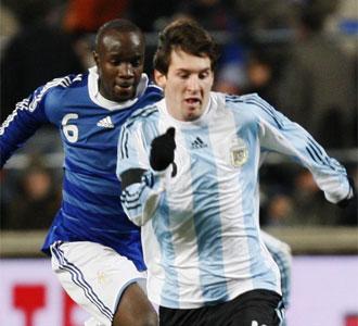 Lionel Messi junto a Lass en la victoria de Argentina.