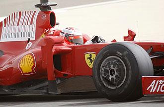 Kimi Raikkonen pilota su Ferrari en la �ltima jornada de los entrenamientos de Bahrein.