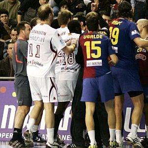 Los jugadores de Ciudad Real y Barcelona se enzarzan en una pelea