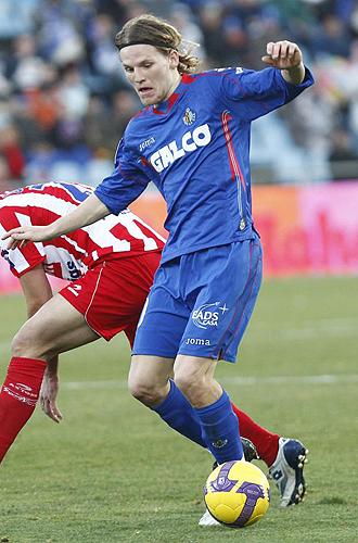 Polanski controla un bal�n durante el encuentro ante el Sporting.