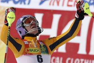 Riesch celebra su victoria en slalom en Val d'Isere.