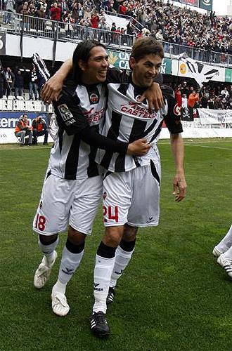 Gari Uranga celebra uno de sus dos goles ante el Alicante junto a Ulloa.